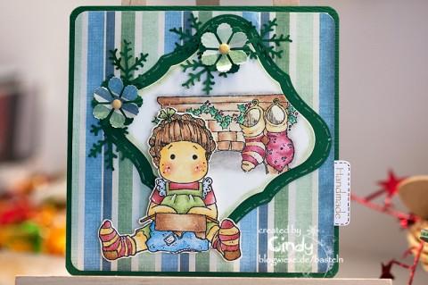 Weihnachtskarte - Unwrapped Tilda am Kamin 1