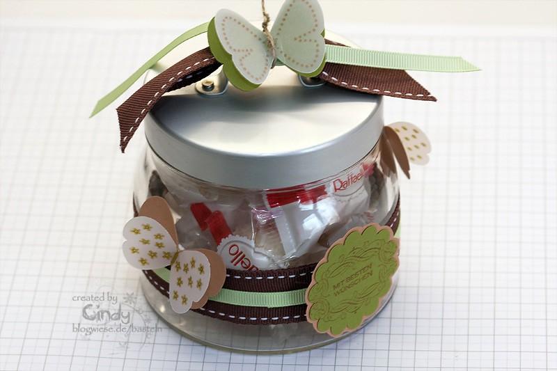 Glas Burken verziert mit Schmetterlingen und Geschenkband