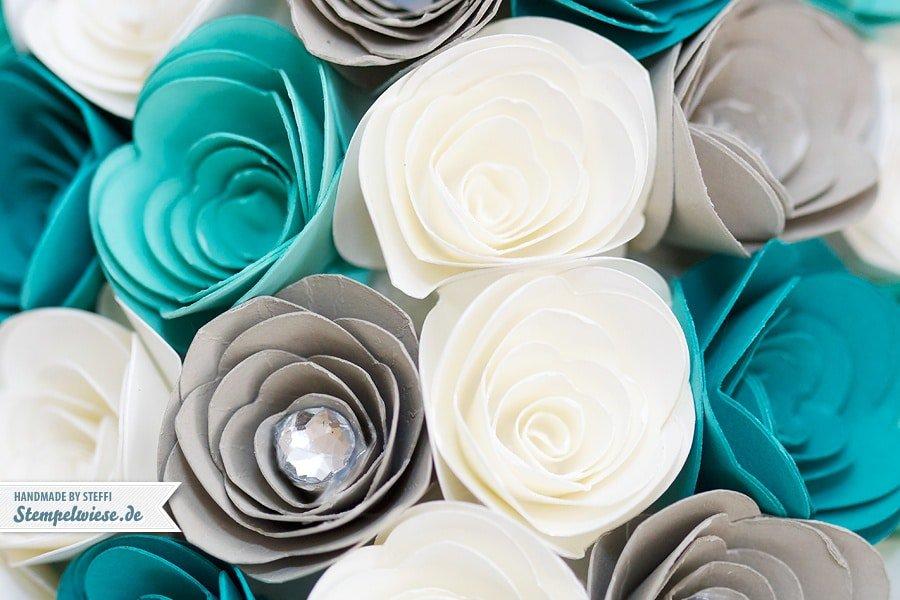 Dekobaum aus Papierblumen