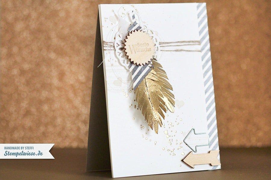 Glückwunschkarte mit Federn und Gold