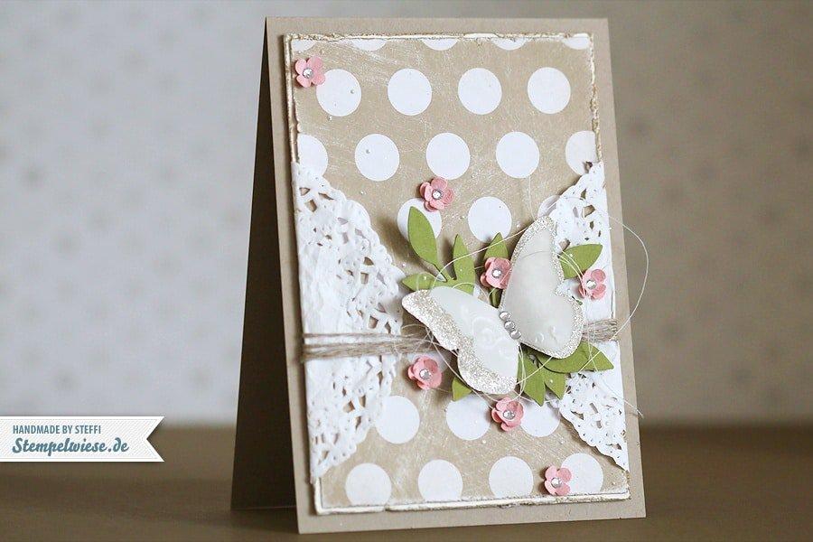 Glückwunschkarte mit zauberhaften Schmetterling