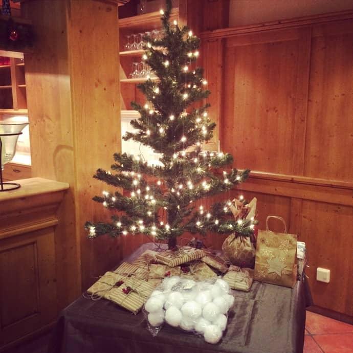 Weihnachtsbaum steht