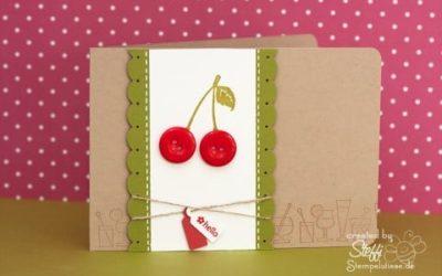 Grußkarte mit Kirschen aus Knöpfen