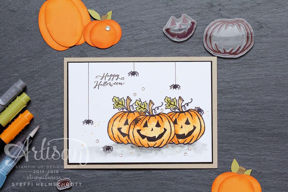 Grußkarte Happy Halloween mit Kürbis und Spinnen