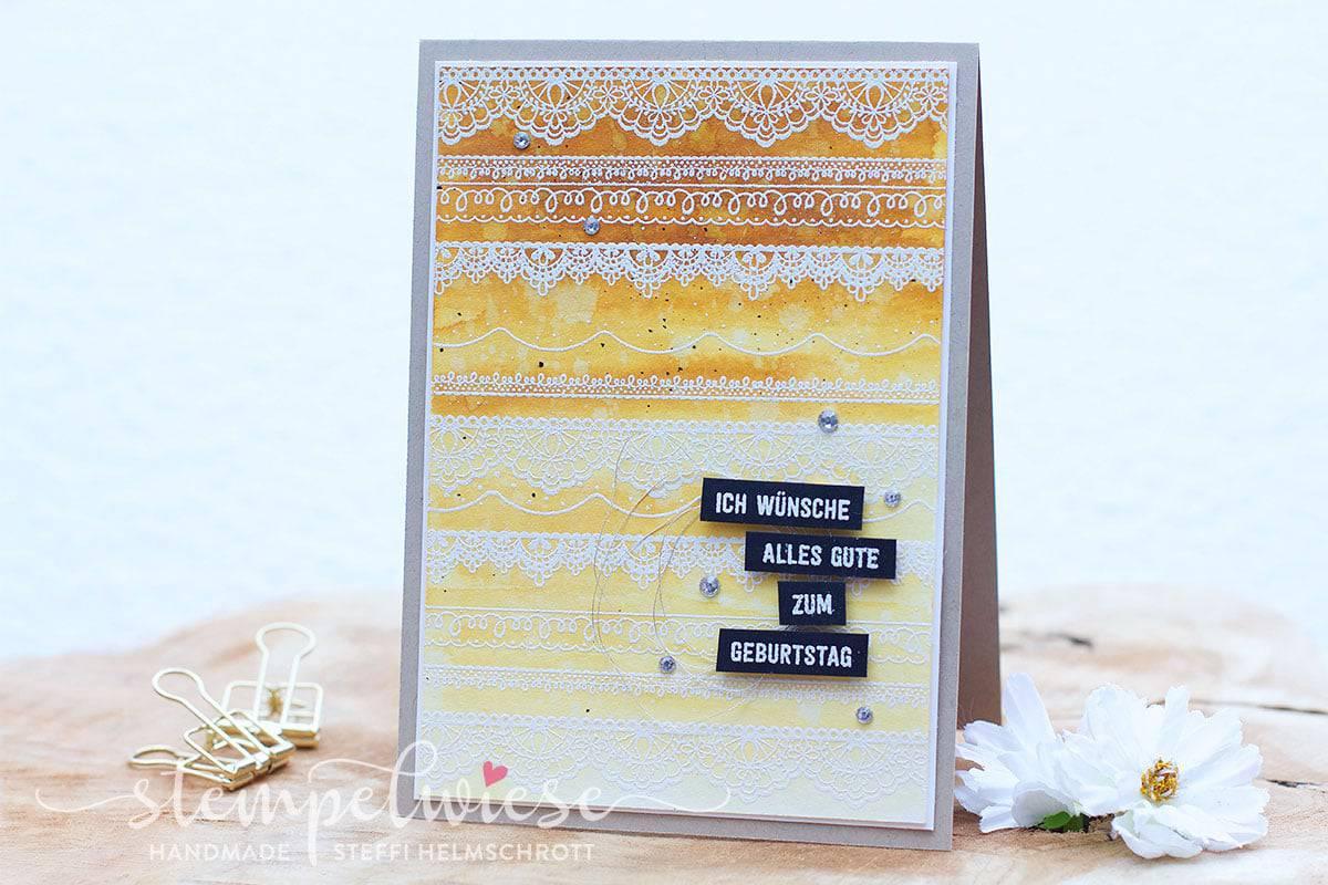 Geburtstagskarte mit Ombré Hintergrund in Aquarell mit Spitzenbordüre