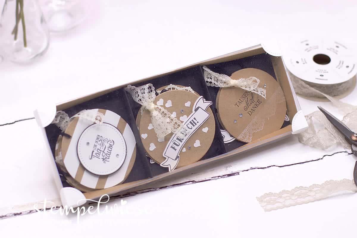Box mit Geschenkanhängern ideal zum selber verschönern für Geschenke bzw Blumen oder als ganzes Set zum Verschenken. Sale-A-Bration Stempelset Designer-T-Shirt von Stampin' Up!