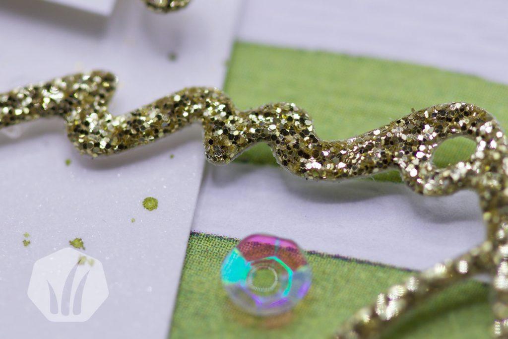 Grusskarte: Detailansicht gestanztes Gold-Glitzerpapier