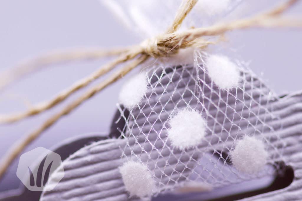 Überraschungsei verpackt für Ostern Detail: Schleife