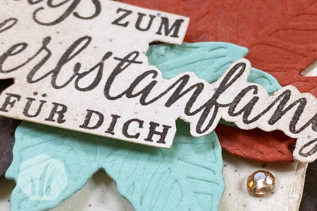 Grusskarte zum Herbstanfang mit Herbstlaub: Detail text
