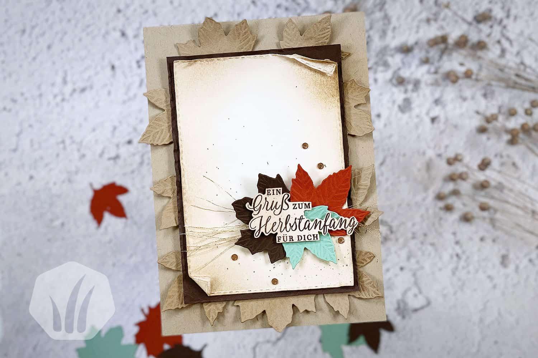 Grusskarte zum Herbstanfang mit Herbstlaub