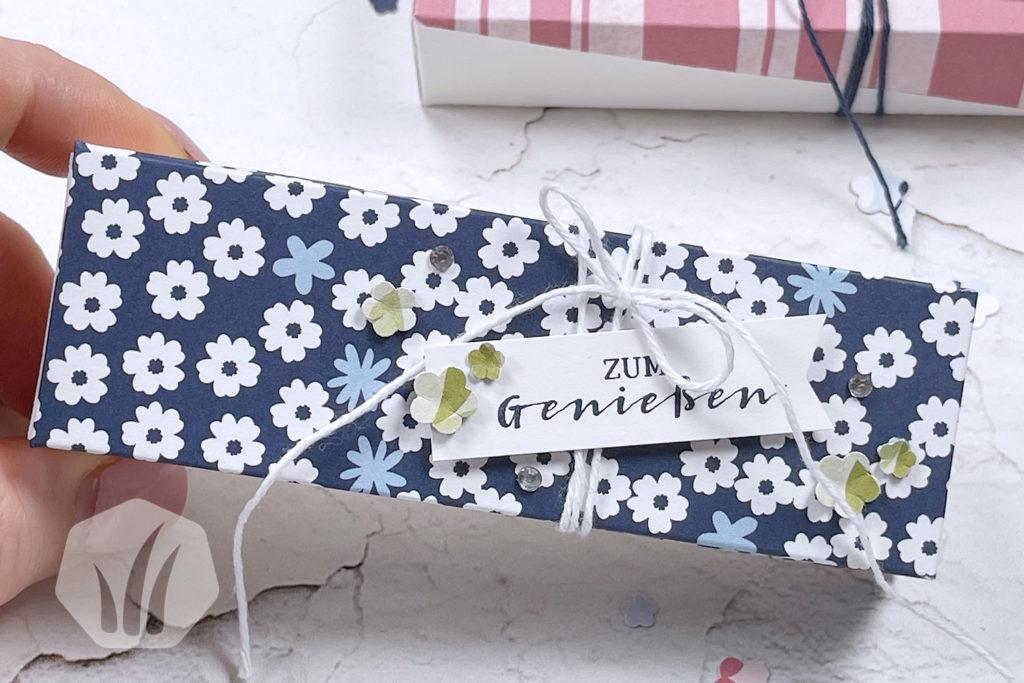 Verpackung: Diagonaler, schräger Deckel von oben