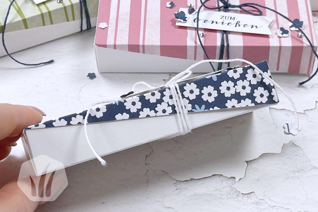 Verpackung: Diagonaler, schräger Deckel seitlich